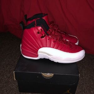 Jordan retro 12 gym red size 7y